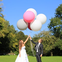 Giant balloons for a perfect wedding day!